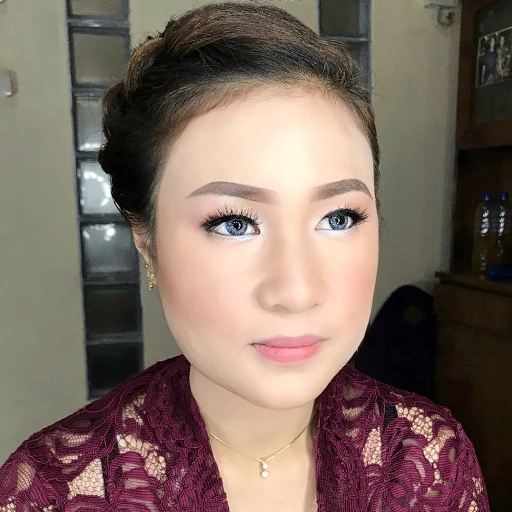 "54 Likes, 3 Comments - Rtdisoho Makeup & Hairdo (@keziafelaniamakeup) on Instagram: "". Graduation #makeup & #hairdo by RTDI SOHO MUA & TEAM. . ::RTDI Soho for :: #prewedding #wedding…"""
