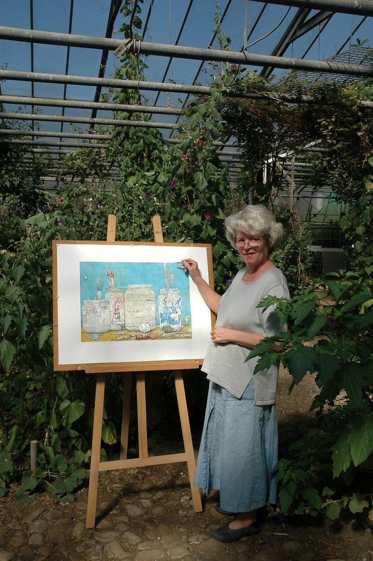 Das Foto aus dem Jahr 2008 zeigt Maren Loer mit einem ihrer Kunstwerke im Glashaus am Neuengammer Hauptdeich. - Curslack