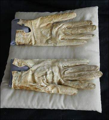 gloves that Lincoln wore on that fateful night. One can still see the blood stains more than 140 years after