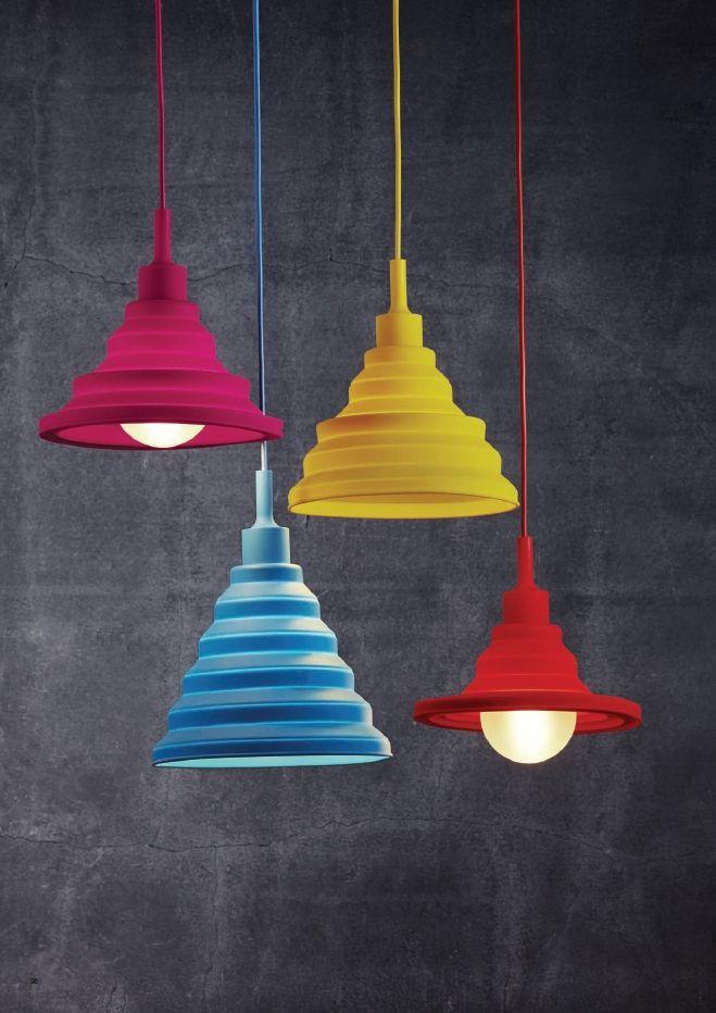 Nordluxin Multi Colors -riippuvalaisinta on helppo muokata haitarimekanismin ja kumimaisen silikonikuvun ansiosta. Nämä iloisen värikkäät valaisimet sopivat muuallekin, kuin vain lastenhuoneeseen!