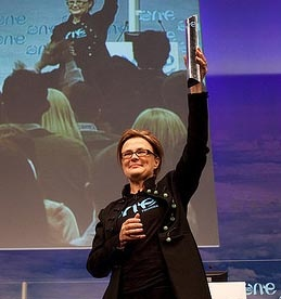 Kate Robertson/One Young World: Tok publikum med storm, selv om lunsj var to timer over tiden...Working mainly in global roles, Kate became convinced of the importance of the roles of global institutions and global businesses in the certainty that what unites people is greater than geographical distance and national distinctions.