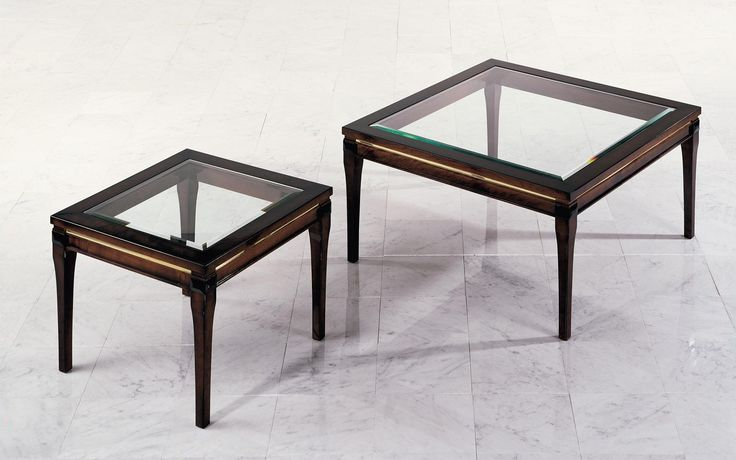 The classic coffee table Vera features a wooden frame and an inlaid glass table top.