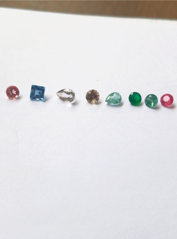 In love with ❤ Na ordem: turmalina rosa, turmalina azul, cristal, quartzo fumê, água marinha, crisoprásio, turmalina verde e turmalina rosa.  #handmade #design #art #stones #jewelry #ring #necklace #fashion