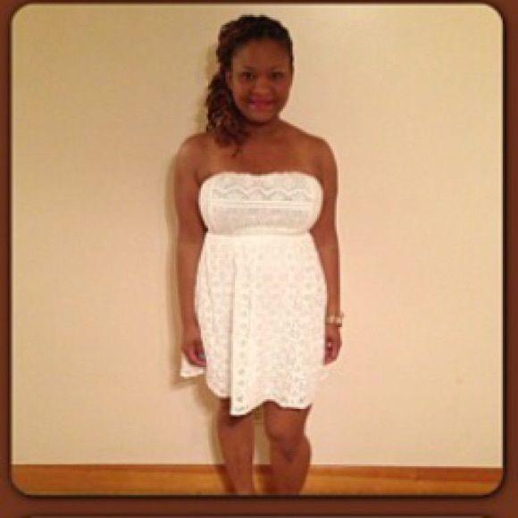 White tube top dress- lace design White tube top dress- lace design Forever 21 Dresses
