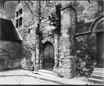 Eugène Atget - Crépy-en-Valois, ancien château, 1921