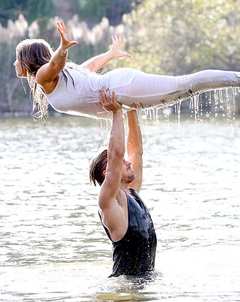 Bindi Irwin, Derek Hough Nail the Dirty Dancing Lift on DWTS: Video - Us Weekly