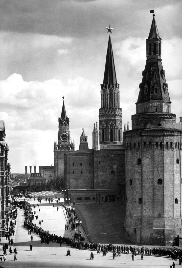 by Margaret Bourke-White: Line of Russians along street in front of the Kremlin. Moscow, 1941