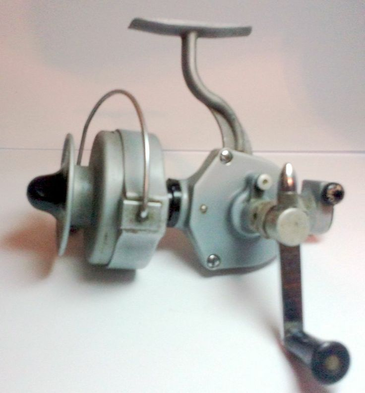 Pflueger pelican 1020 vintage spinning reel fishing very for Antique fishing reels