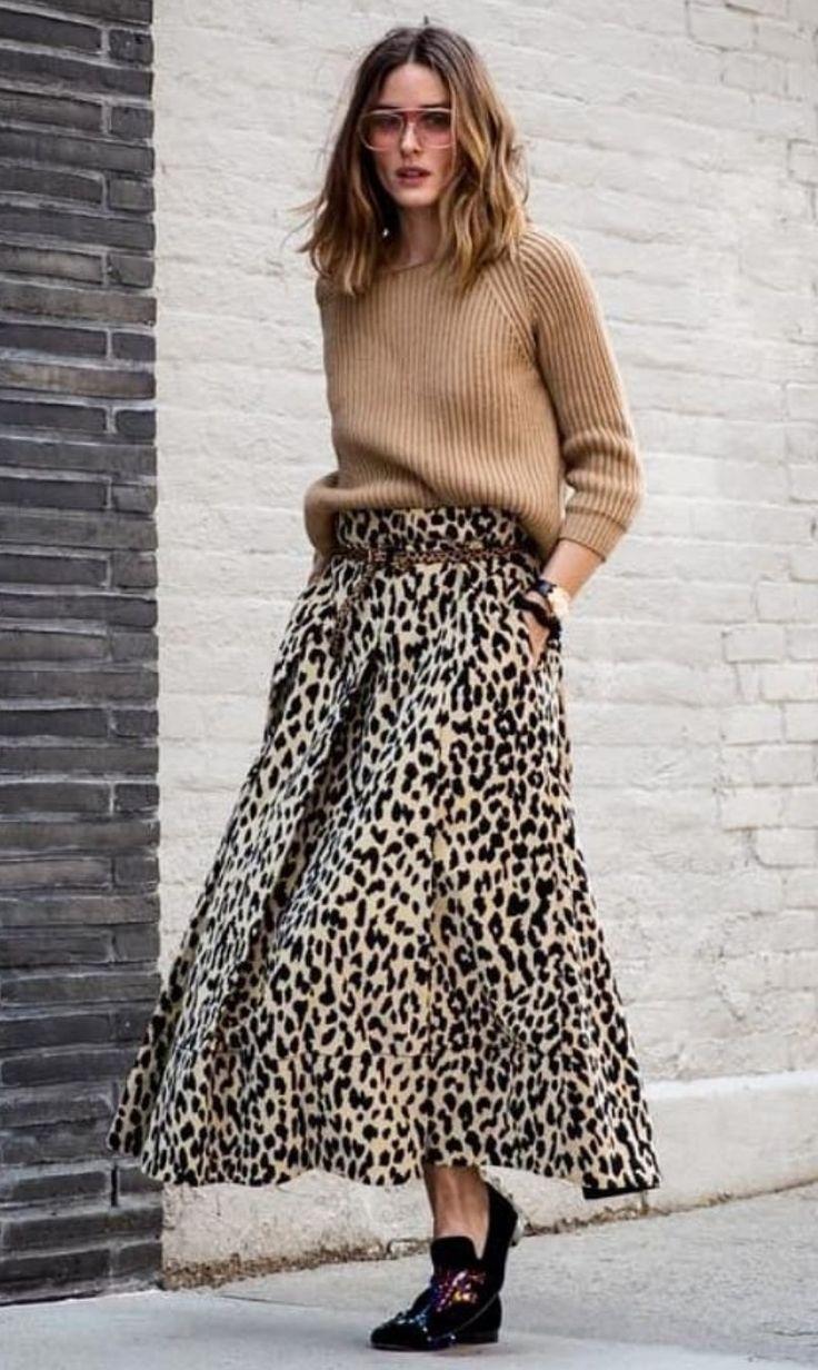 68feeaf43 Olivia Palermo street style: oversized camel knitwear sweater ...