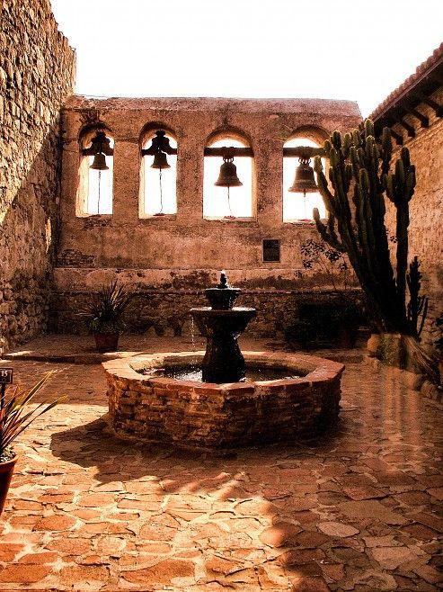 OLD SPANISH MISSION COURTYARD - JPG Photos