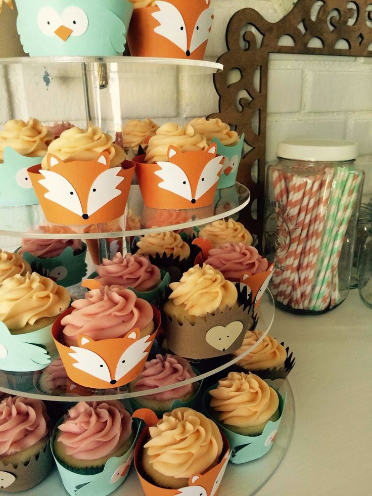 Woodland creatures cupcakes, fox, owl, hedgehog, one year old birthday ideas, birthday party, mint peach gold