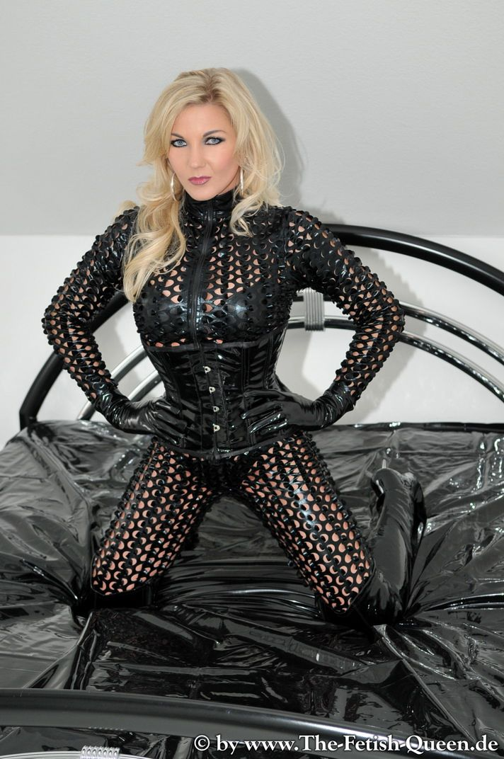 273 besten latex rubber women bilder auf pinterest domina sexy latex und catsuit. Black Bedroom Furniture Sets. Home Design Ideas