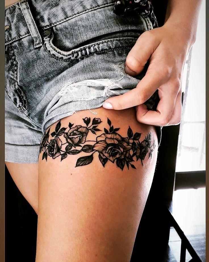 Tatuagem na coxa de rosas | Tatuagem na coxa, Tatuagem coxa feminina, Tatuagem