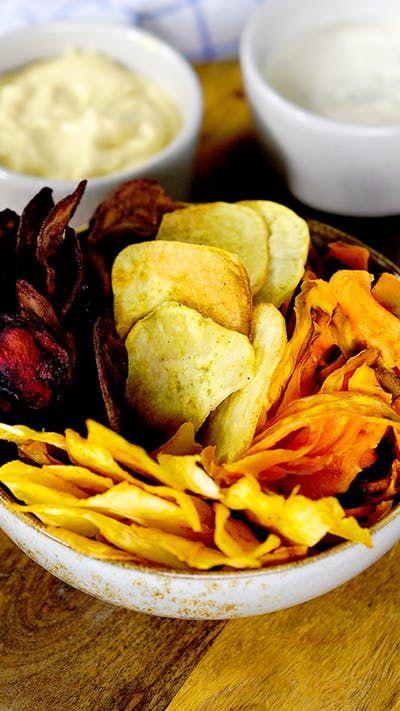 Esses 4 tipos de chips de legumes são leves, crocantes e ideais para servir como aperitivo!