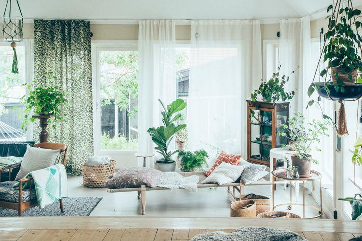 Emma, designer textile , son mari Edward et ses trois enfants vivent dans une ambiance de rêve où l'intérieur est aussi beau que l'extéri...