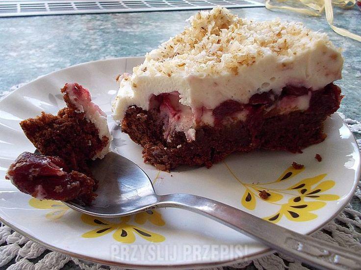 Czekoladowe ciasto z wiśniami i mascarpone