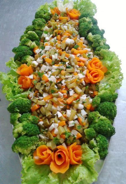 SALADAS DECORADAS: Salada mista de conservas: palmito em conservas co...