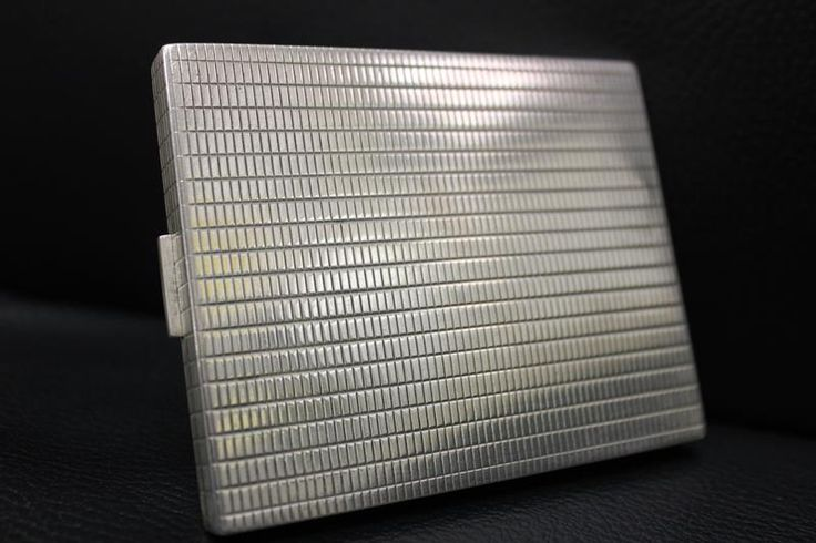 Beautiful, classic and robust silver sigarette box (probably Norwegian) from the 1930s-1940s. For € 299,-.  http://www.goldbergjuweliers.nl/shop/products-page/gebruiksvoorwerpen/zilveren-sigaretten-noors-jaren-30-40-54491