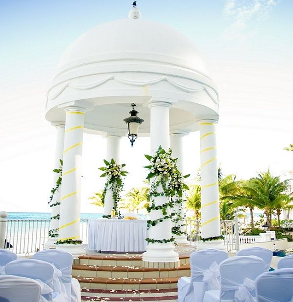 Stunning wedding gazebo at Riu Palace las Americas in Cancun, Mexico
