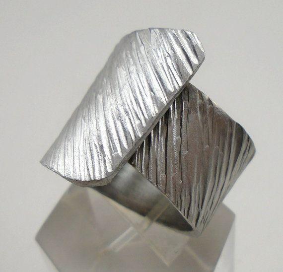 Anello a fascia regolabile d'alluminio con linea di 13AlGioielli