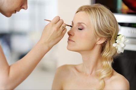 """Qual è il #makeup adatto a una #sposa? L'abbiamo chiesto a Simone Belli, national #makeupartist di L'#OréalParis:  """"Il #trucco è legato alla personalità della #donna, più che ai colori di #moda o alla tinta dei #capelli e degli occhi. Il make up """"giusto"""" per le #nozze è quello che interpreta l'anima della #sposa e riesce a renderla speciale"""".  Non improvvisate nel giorno del #matrimonio, affidatevi a mani esperte e 'conosciute' ed il gioco è fatto!"""