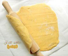 PATE SABLEE (220 g de farine, 90 g de sucre glace, 30 g de poudre d'amandes, 2 g de sel, 130 g de beurre mou, 1 œuf)