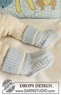 """Settet består av: Strikket DROPS jakke, bukse, hettelue og sokk med nordisk mønster i """"Baby Merino"""". ~ DROPS Design"""
