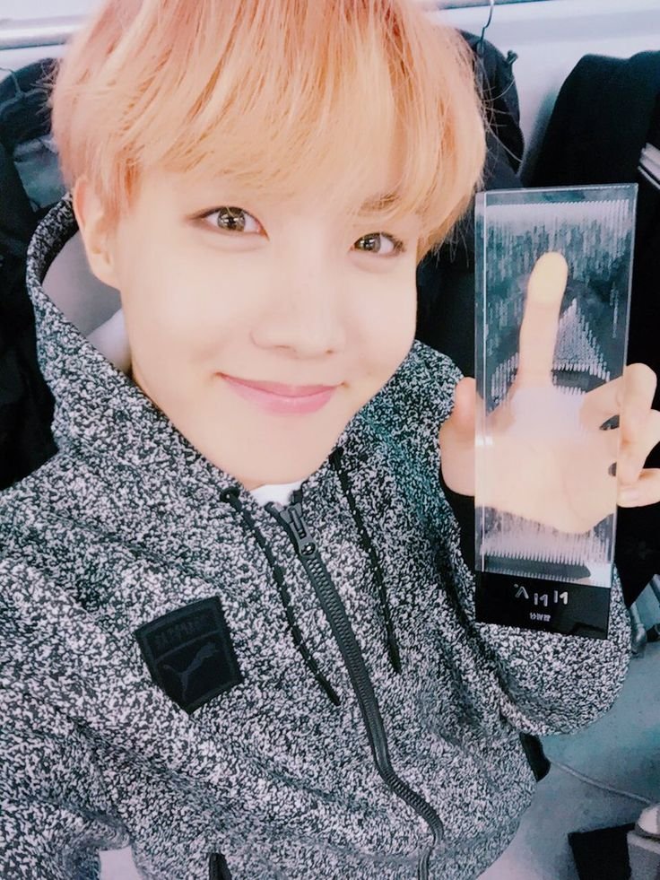 J-Hope thanks us, ARMY for the Daesang... awww congratulation!!! You deserve it, babe