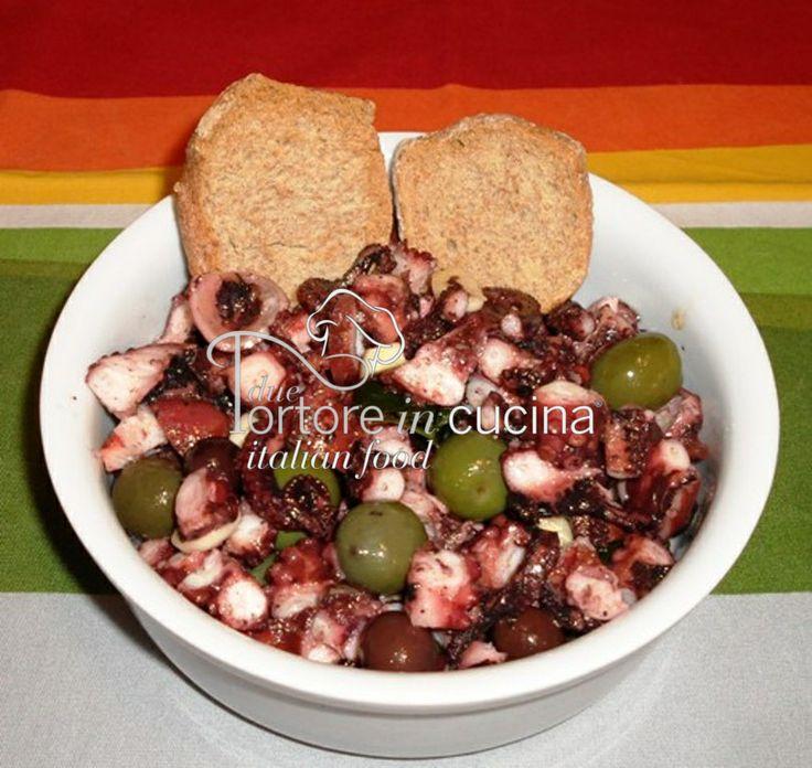 Polpi all'insalata La ricetta qui: http://www.duetortoreincucina.com/it/recipes/second-course-primi-piatti/italiano-polpi-allinsalata-o-lessi/