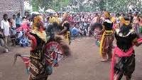 HIBURAN,korantangsel.com- Seiring anak muda jaman sekarang yang sudah banyak melupakan kesenian dari para nenek moyang terdahulu salah satunya adalah kesenian Tari Kuda Kepang, tarian ini merupakan sejenis dari tarian rakyat melayu yang memang warisan budaya jawa.