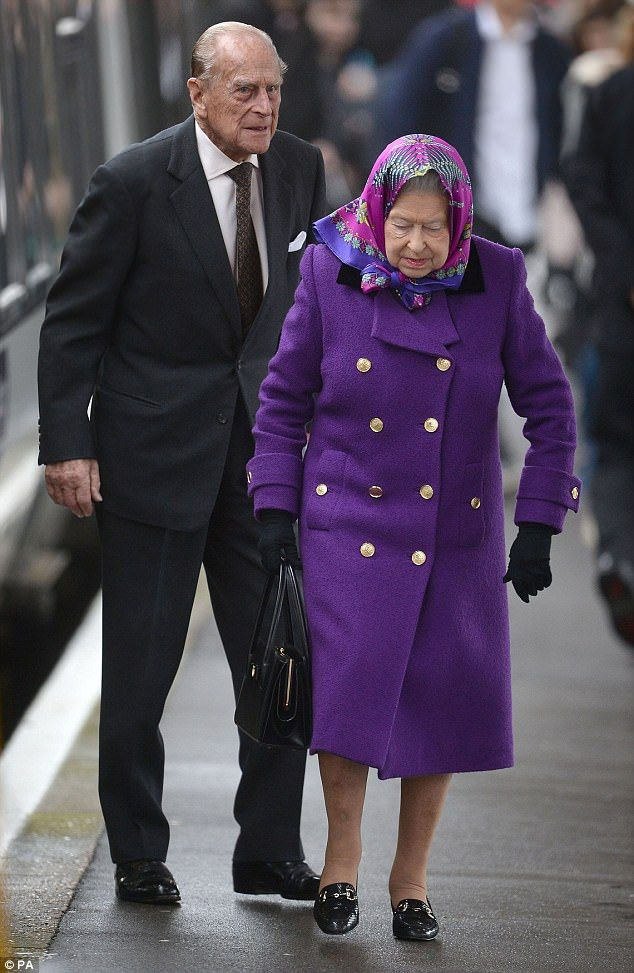 Home for Christmas! The Queen and Prince Philip travelled from London by train the day aft...