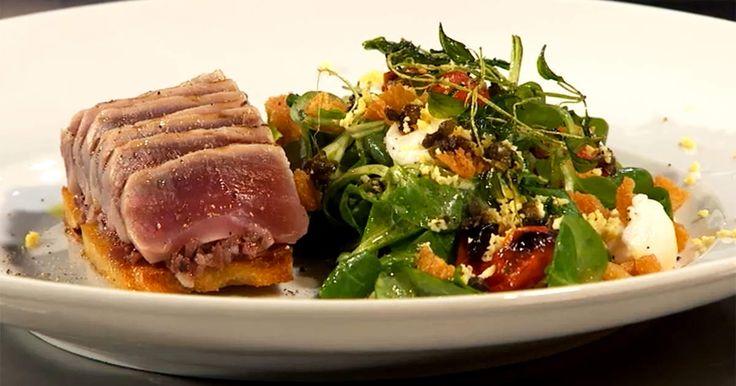 En salade niçoise med klassiska smaker men lite annorlunda upplägg.