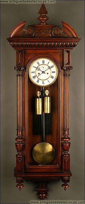 Exclusivo Reloj de Pared Vienés en Madera de Nogal, 1880.