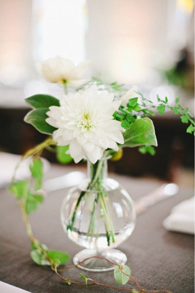 5 Affordable Florals For a Wedding via @domainehome