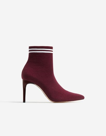 Bottines bordeaux à talons, Stradivarius, 39,95 €.