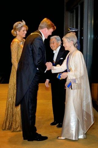 Japanese Emperor Akihito (2nd R) and Empress Michiko (R) welcome Dutch King Willem-Alexander and Queen Maxima for a State Dinner at the Imperial Palace in Tokyo, Japan, 29.10.2014.