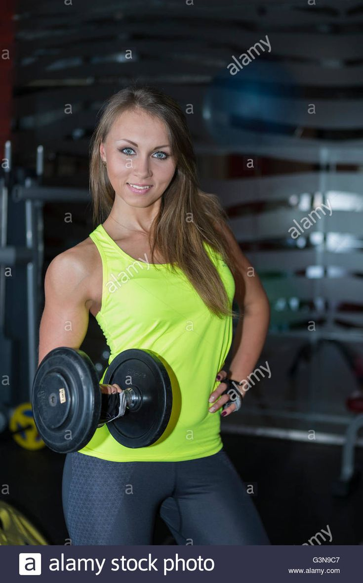 Download this stock image: Athletic girl at the gym. - G3N9C7 from Alamy's library of millions of high resolution stock photos, illustrations and vectors.