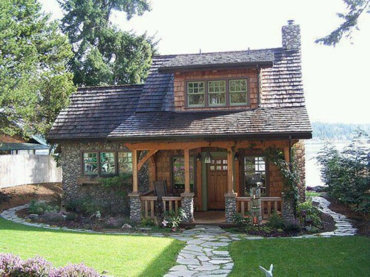 Best 25 stone cottage homes ideas on pinterest stone for Tiny stone cottage