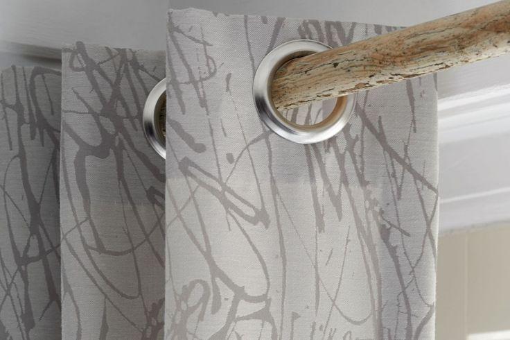 Gordijn met ingeslagen ringen