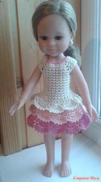 Теперь, когда у нас дома поселилась Паолка, я убедилась, что эта куколка не только приятная сама по себе, но ещё и вязать на неё очень приятно и быстро. Вот такое платьице у меня получилось: