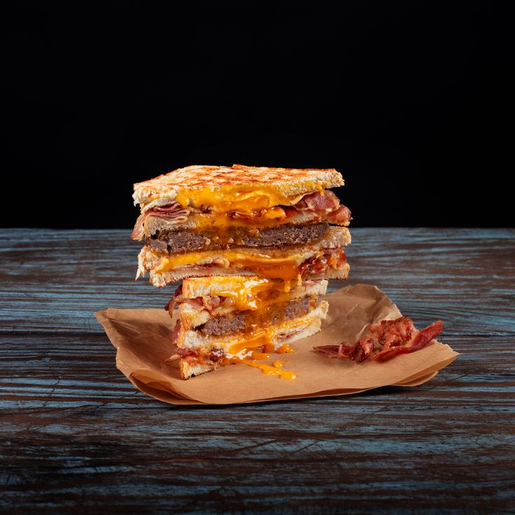 Special Ultimate Royal sandwich: 2x egg&bacon, beef, cheddar and BBQ