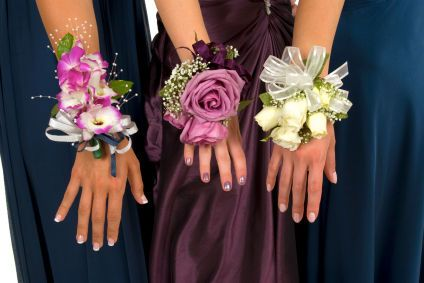 Wrist corsage DIYWrist Corsage, 80S Prom, Bridesmaid Flower, Prom Corsage, Prom Photos, Prom Ideas, Wedding Flower, 80S Parties, Bridesmaid Bouquets