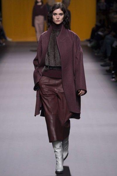 Hermes_pokaz-osen-zima-modnie-trendy-FW2016-2017-04 ежевичный коричнево-фиолетовый coat, leather skirt, fashion style runway fashion week