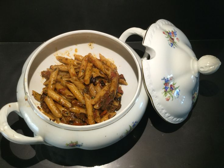 Penne all'arrabbiata. For the sauce: evo oil, tomatoes, garlic, parsely, olives, capers, anchvoy
