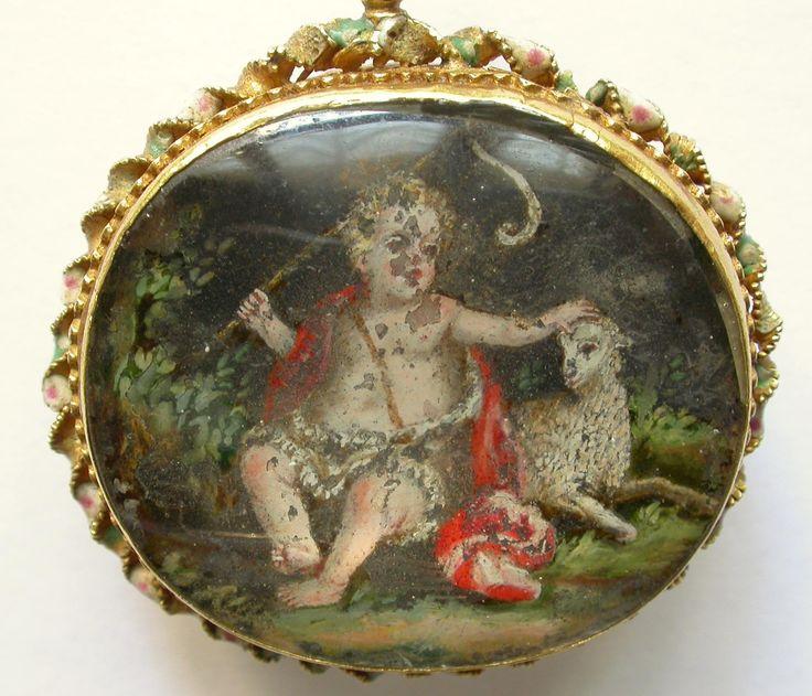 ciondolo di primo Seicento con miniatura di s. Giovanni bambino (sul retro, il santo adulto, quasi illeggibile), cornice in oro smaltato, Sicilia o Spagna.
