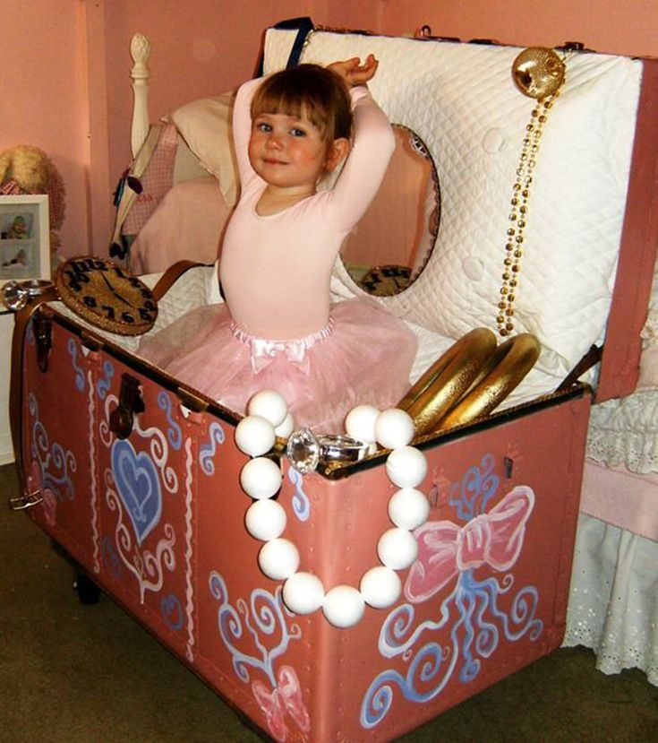 The ballerina inside a jewelry box