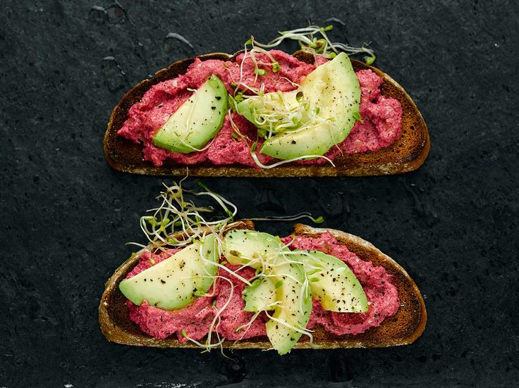 Avocado, beetroot pate, horseradish sauce, cress and Naked Tofoo company tofu. Makes the best Tofoo and beetroot pate on rye bread with avocado. Healthy Low Carb Recipes, Healthy Food Blogs, Healthy Snacks For Diabetics, Raw Food Recipes, Beef Recipes, Vegan Food, Healthy Life, Avocado Chicken Recipes, Avocado Salad Recipes