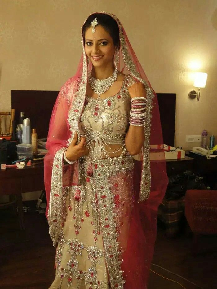 Flashback from season 1. First bride on Bbb Rashi