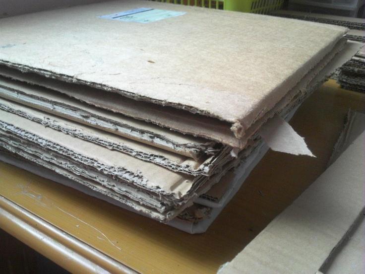 cajas de carton, cortadas para realizar cuadros