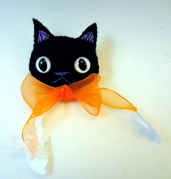 Halloween Black Cat Felt Brooch/Ornament with by thecraftypixie